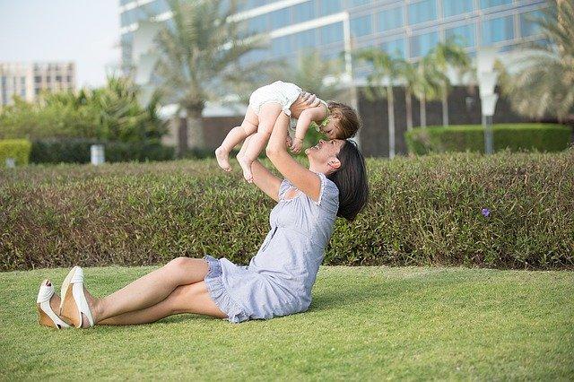 Trámites para adoptar un bebé en España y otros países